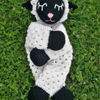 Cuddling Sheep Free Pattern Featured at Wednesday Link Party 353