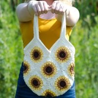 Sweet Summer Sunflower Bag Pattern Featured at Free Pattern Friday