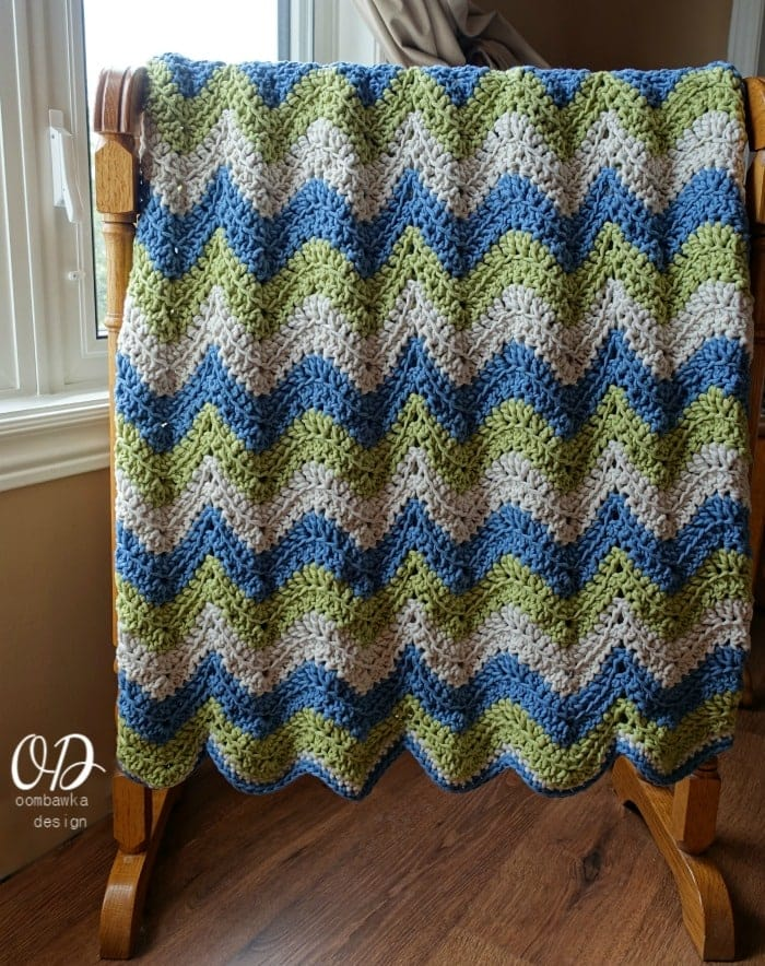 Get a free copy of the Tranquil Waves Ripple Blanket crochet pattern right here! Featuring 3 colors of Bernat Maker - Home Dec this afghan is beautifully soft and cosy! Perfect for cool evenings.