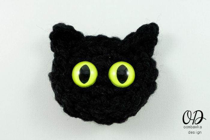 Cat Embellishment Halloween Free Pattern | oombawkadesigncrochet.com