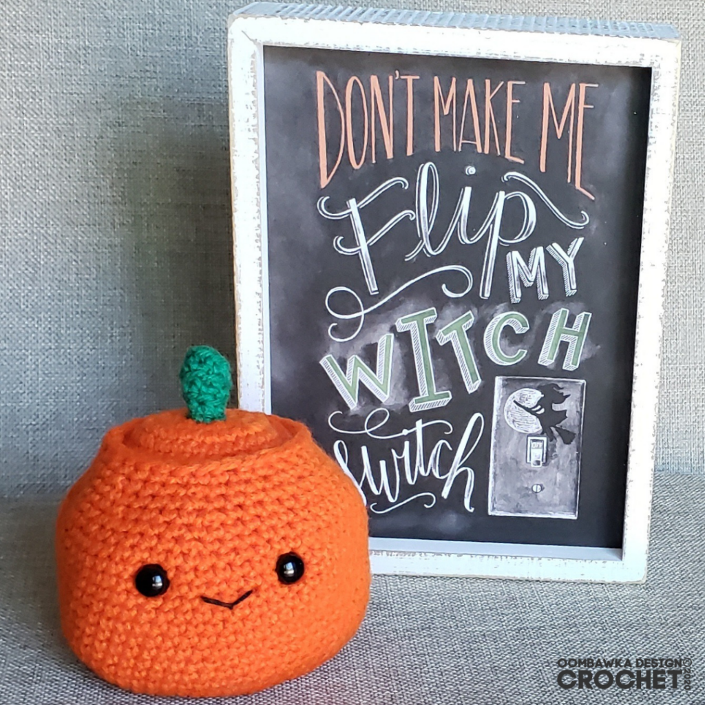 Adorable Halloween Crochet Pumpkin Pattern Oombawka Design Crochet #calcentralcrochet #halloweencal2020