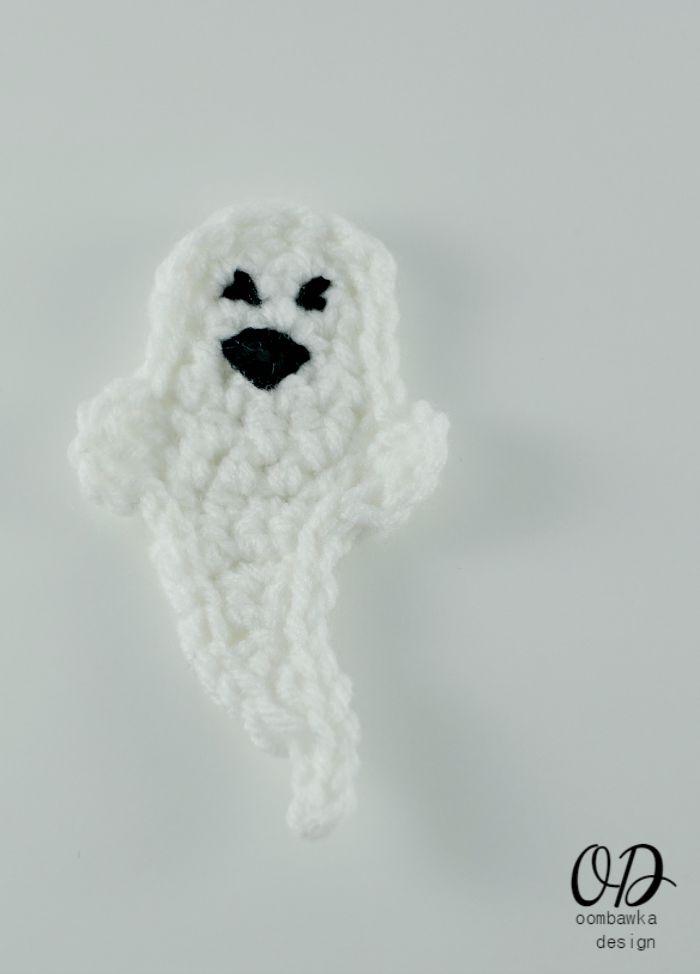 Ghost Halloween Embellishment | Free Pattern | oombawkadesigncrochet.com