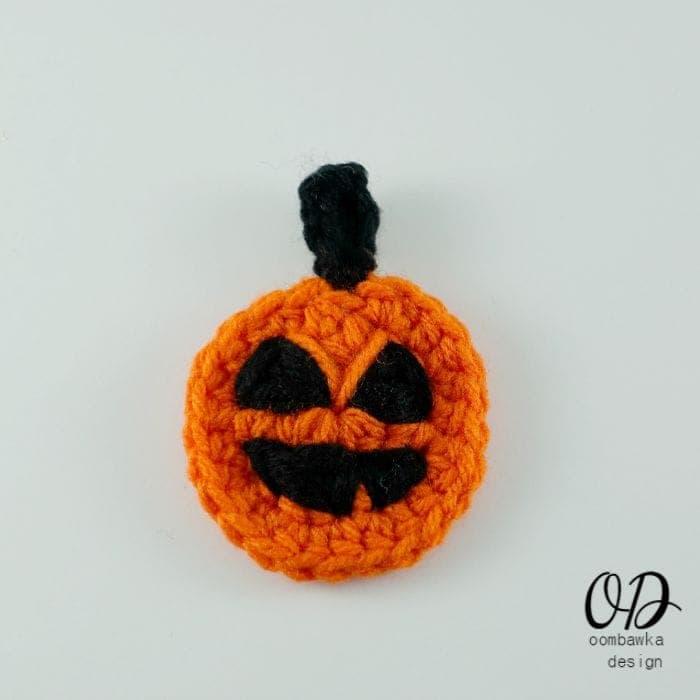 Halloween Pumpkin Embellishment Free Pattern | oombawkadesigncrochet.com