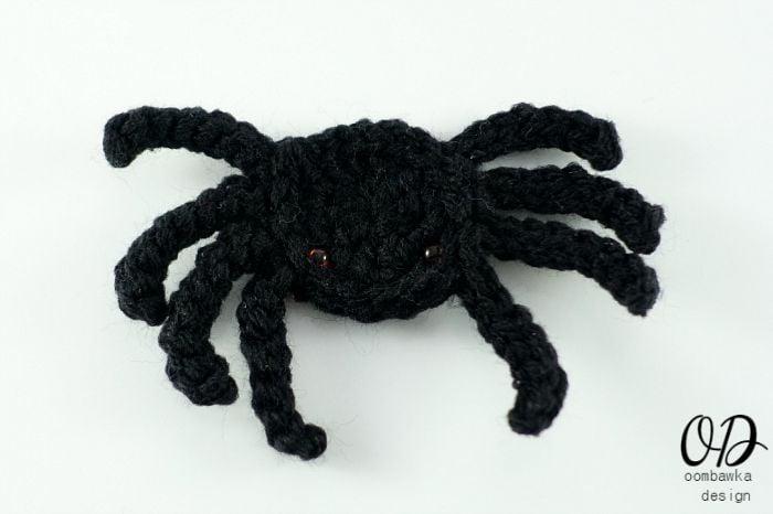 Spider Embellishment | Halloween Free Pattern | oombawkadesigncrochet.com