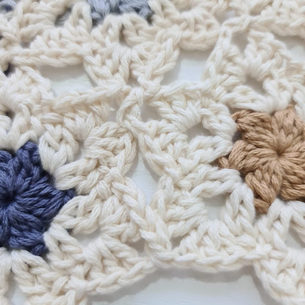 Joining 9 - Tutorial - Crochet Infinity Scarf