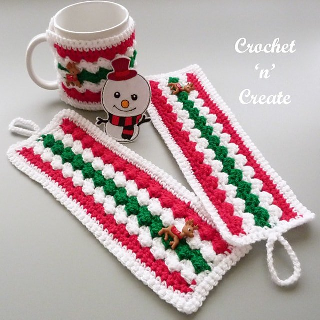 Christmas Mug Cozy - Free Pattern Friday