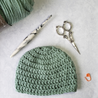 3-6 months Crochet Baby Hat Pattern and Video - @oombawkadesigncrochet