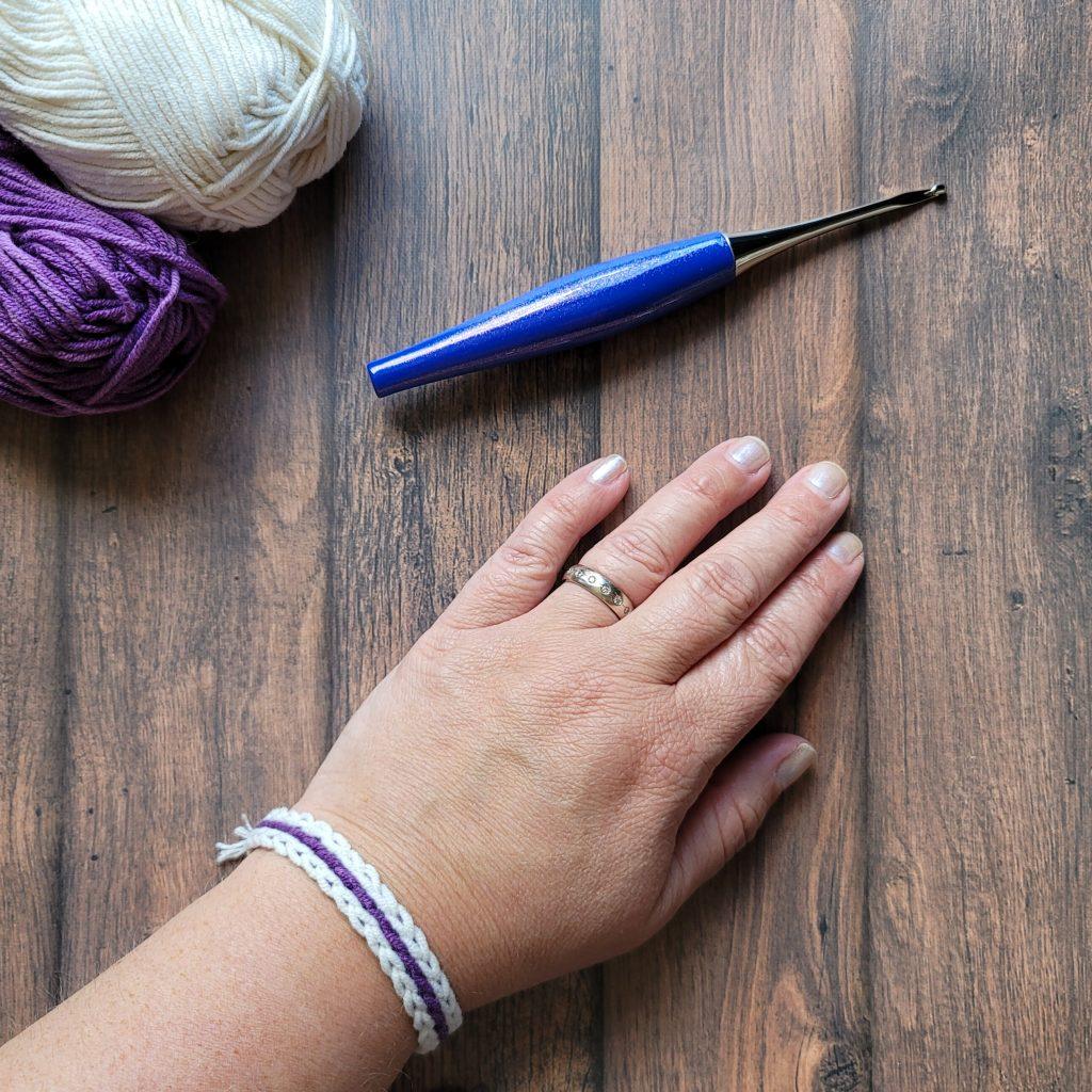 Scrap Yarn Summer Bracelet Pattern ODC #crochetpattern #scheepjes #furlsinf621 #freepattern