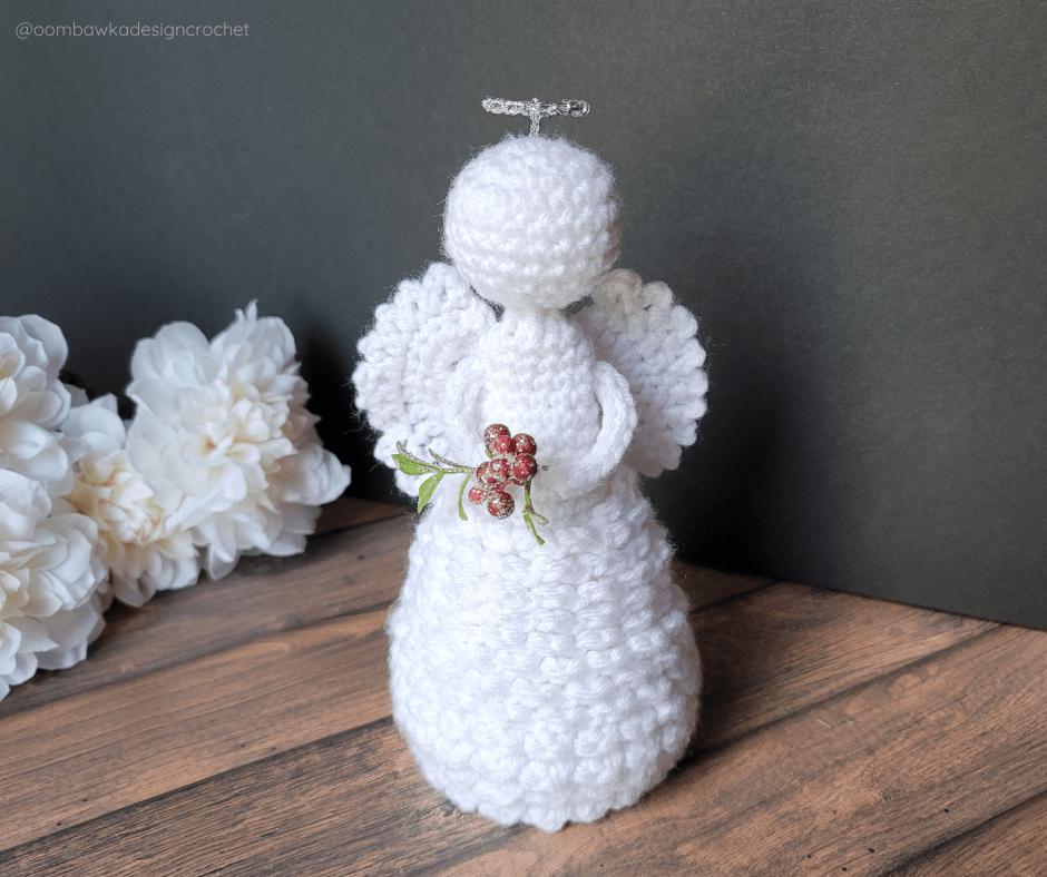 Holly Christmas Crochet Pattern - Oombawka Crochet